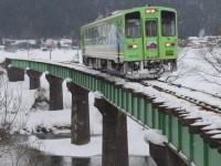 凍てつく橋梁を渡る 佐藤和博