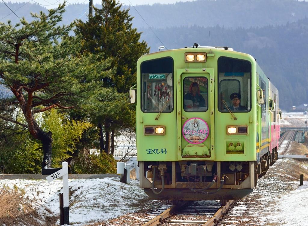 由利鉄 8D  YR2002+2001  おひなっこ列車 HM掲出 黒沢 150314  佐藤和博