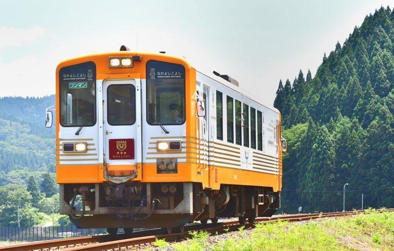 由利鉄 YR2001 なかよしこよし号 営業初列車 10D 川辺~矢島 180624 佐藤和博.YR